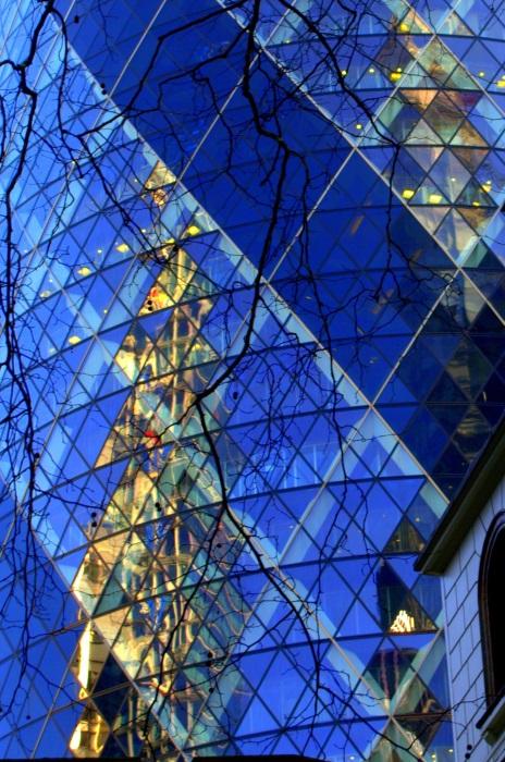 Reflection in London's Gherkin